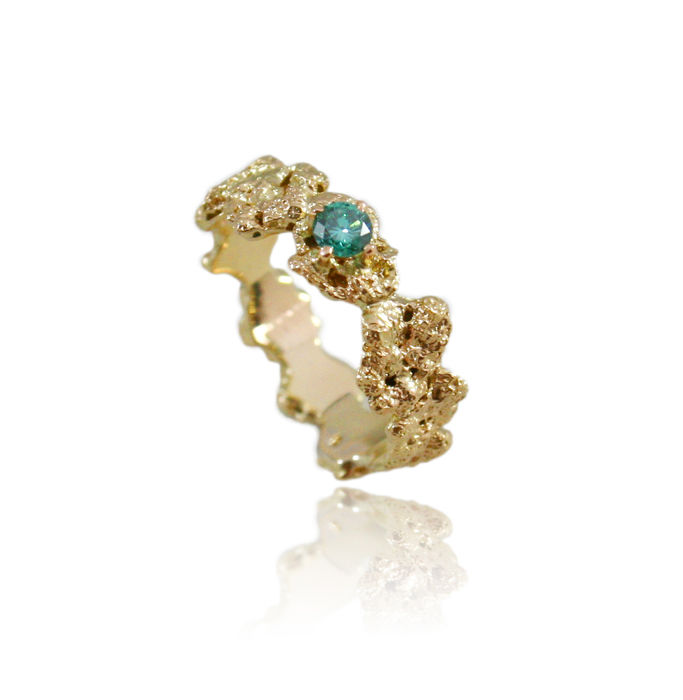 Out of the Sea Ring in 14k gold with 0,25 ct blue diamond - product image