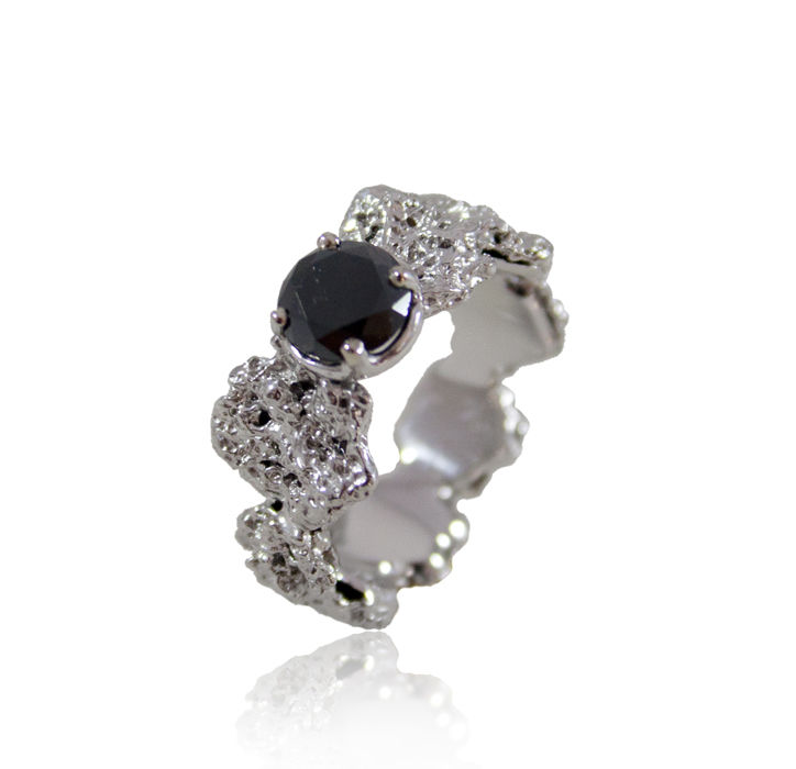 Out of the Sea Ring in 14k white gold with 0,25 ct black diamond - product image