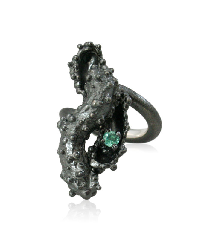 Caterpillar Ring Black with Emerald - product image