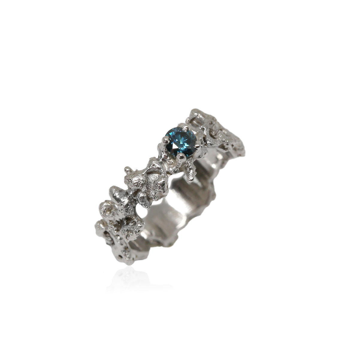 Out of the Sea Ring in 14k white gold with 0,25 ct blue diamond - product images  of