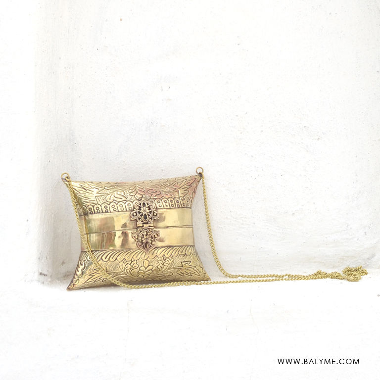 Bombay Brass Gold Clutch/Bolso de Laton Dorado - product images  of