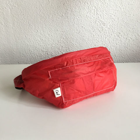GLIDER_FUNNY,BAG_RED,recycled, parachutes, paraglider, kitesurf, tote, bag, fashion, hoddie, man, wear , sustainable, ecologic, design, reciclado, parapente, paracaidas, velas, bolsa, moda, hombre, ropa, eco fiendly, ecologica, sostenible, diseño