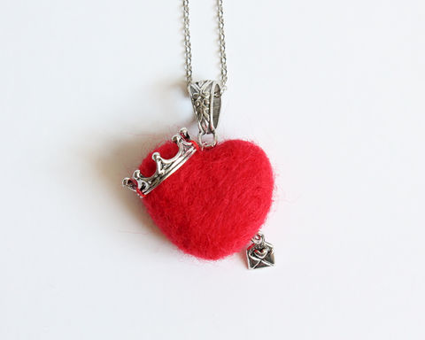 Needle,Felted,Crowned,Red,Heart,Necklace,red heart necklace, wool felted red heart, needle felted red heart, queen of heart necklace, heart queen, red heart with crown, red queen necklace
