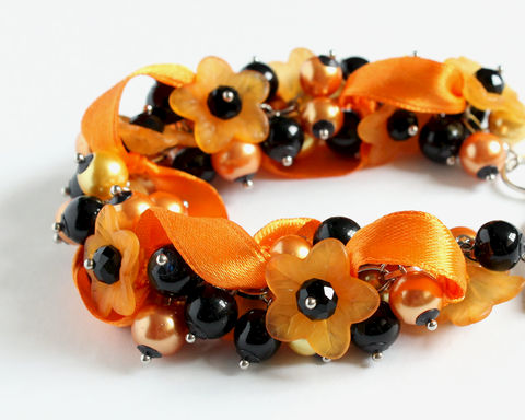 Halloween,Orange,Flower,Cluster,Bracelet,and,Earrings,Set,halloween bracelet, halloween jewelry, halloween bracelet earring set, halloween orange bracelet, orange black bracelet, black orange bracelet, orange flower bracelet, orange cluster bracelet