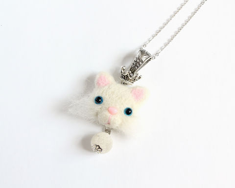 Needle,Felted,White,Persian,Cat,with,Crown,Necklace,white persian cat necklace, white cat necklace, persian cat necklace, needle felted cat necklace, needle felted white cat, blue eyes white cat, wool cat necklace