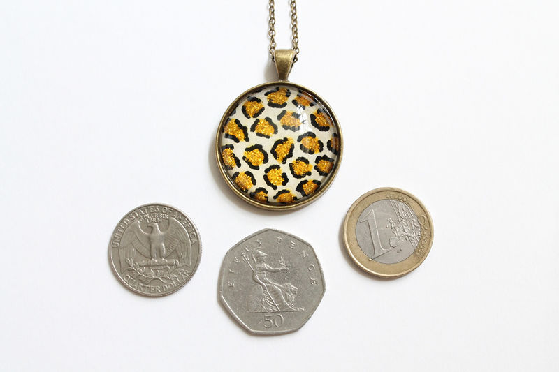 Glittering Leopard Pattern Round Pendant Necklace - product images  of