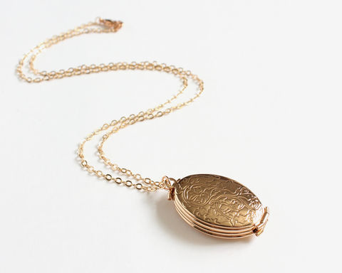 4-Page,Oval,Gold,Locket,Necklace,4 photo locket, 4 page locket, 4 frame locket, oval locket, gold locket, oval gold necklace, oval locket necklace