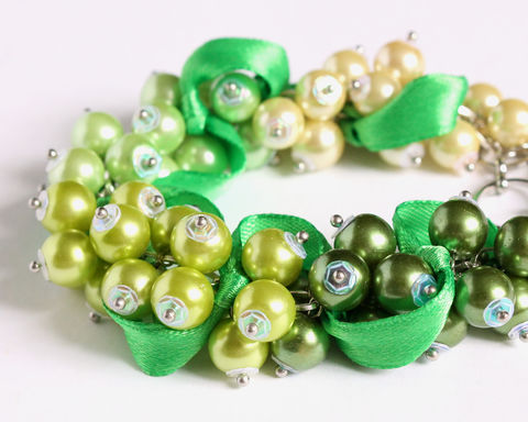 Green,Yellow,Gradient,Cluster,Bracelet,and,Earrings,Set,green pearl cluster bracelet, green yellow cluster bracelet, gradient green bracelet, dark green pearl bracelet, kelly green bracelet, green ribbon bracelet