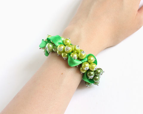 Green Yellow Gradient Cluster Bracelet and Earrings Set - product images  of