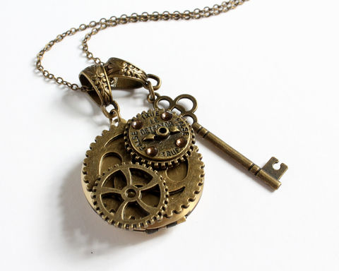 Steampunk,True,False,Detector,Locket,with,Key,Necklace,steampunk bronze locket, steampunk bronze necklace, steampunk necklace, true false detector, gear wheel locket, gear wheel necklace, bronze round locket, steampunk key locket necklace