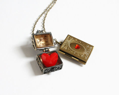The,Evil,Queen,of,Hearts,Necklace,(OUAT),once upon a time, ouat necklace, ouat jewelry, once upon a time jewelry, cora necklace, evil queen necklace, queen of hearts necklace, heart box necklace, magic heart