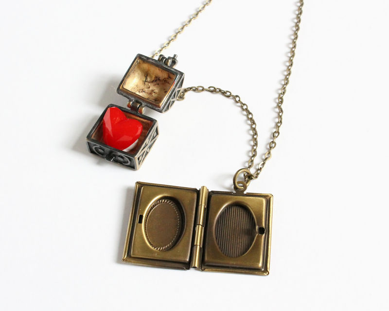 The Evil Queen of Hearts Necklace (OUAT) - product images  of