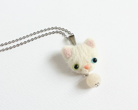 Needle,Felted,Heterochromic,White,Cat,necklace,or,brooch,ring,shawl,pin,needle felted white cat, needle felted cat necklace, heterochromic white cat, heterochromic cat, wool felted white cat, white cat brooch, white cat ring, needle felted brooch, different eye color cat