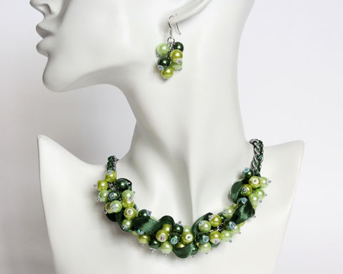 Green,Bridesmaid,Cluster,Necklace,and,Earrings,Set,green bridesmaid necklace, green pearl cluster necklace, green jewelry set, green bridesmaid jewelry set, dark green necklace, pearl ribbon necklace earrings set, bridesmaid pearl necklace