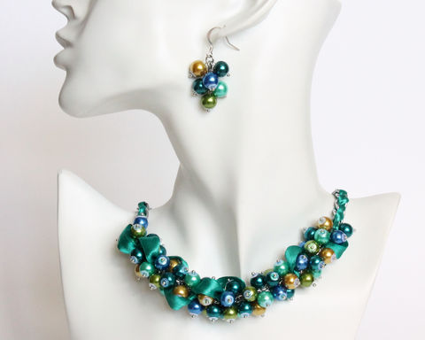 Peacock,Color,Cluster,Necklace,and,Earrings,Set,peacock color theme necklace, peacock theme necklace, peacock pearl necklace, peacock cluster necklace, blue green necklace, turquoise pearl necklace, teal peal necklace, peacock jewelry set