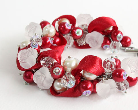 Red,White,Rose,Cluster,Bracelet,and,Earrings,Set,red white rose bracelet, bracelet earring, cluster bracelet, pearl bracelet, pearl cluster bracelet, flower cluster, red white bracelet, red white jewelry set, red white bridesmaid bracelet, red white wedding jewelry