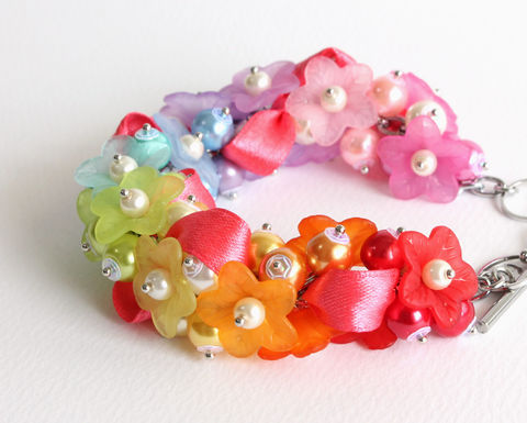 Rainbow,Flower,Cluster,Bracelet,and,Earrings,Set,rainbow cluster bracelet, rainbow bracelet, rainbow flower cluster bracelet, rainbow color bracelet, rainbow flower bracelet, rainbow pearl flower bracelet, rainbow jewelry set, rainbow bracelet and earrings set