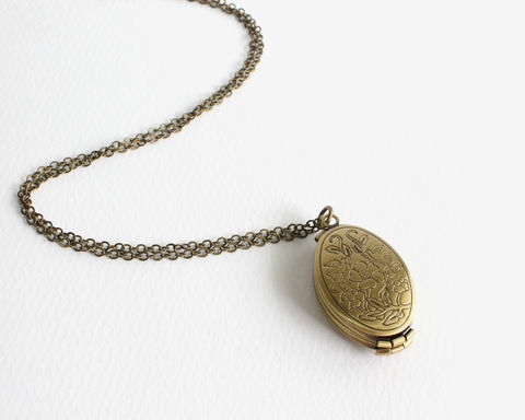 4-Page,Oval,Bronze,Locket,Necklace,4 photo locket, 4 page locket, 4 frame locket, oval locket, bronze locket, oval bronze necklace, oval locket necklace