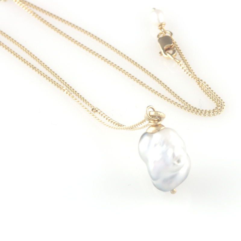 """Pearl Wonder' - Grey south sea pearl pendant with gold chain - product images  of"