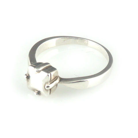 'Daimond,Temptation',-,silver,princess,cut,diamond,shaped,ring,silver jewellery, contemporary jewellery, ring