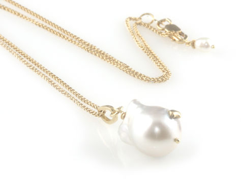 Pearl,Wonder',-,White,baroque,south,sea,pearl,pendant,with,gold,chain,gold jewellery, contemporary jewellery, cocktail jewellery,  bridal jewellerypendant, south sea pearls