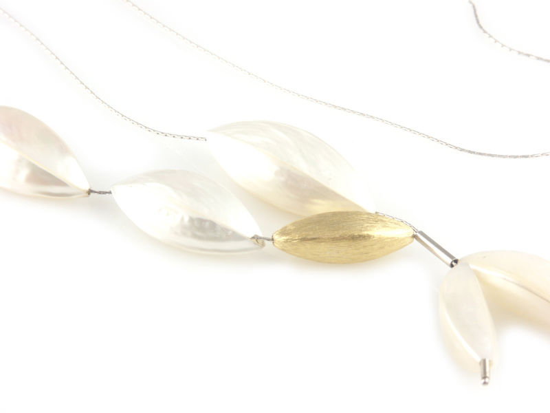 'Pearl Wonder' - silver necklace with mother of pearls and small golden bead - product images  of