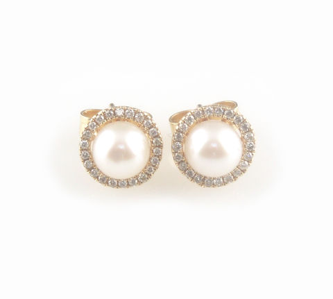 'Pearl,Wonder',-,Akoya,pearls,gold,ear,studs,with,diamonds,gold jewellery, contemporary jewellery, bridal jewellery, wedding, earrings, pearls, akoya pearls ear stud