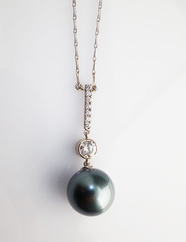 Bespoke,-,Tahitian,pearl,pendant,with,diamonds,bespoke jewellery, gold jewellery, contemporary jewellery, bridal jewellery, wedding, pendant, pearls, tahitian pearl