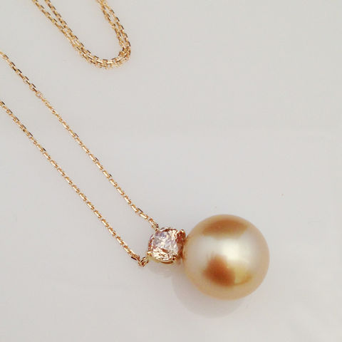 Bespoke,-,Golden,south,sea,pearl,pendant,with,brown,diamond,bespoke jewellery, gold jewellery, contemporary jewellery, bridal jewellery, wedding, pendant, pearls, golden south sea pearl, south sea pearl jewellery