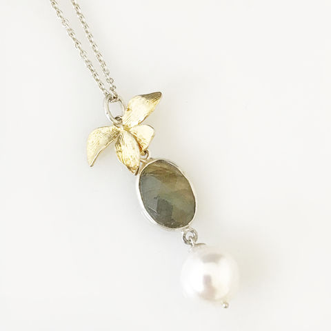 'Wearing,Nature',-,labradorite,necklace,with,gold,plated,silver,leaf,and,pearl,silver jewellery, contemporary jewellery, necklace, pendant, labradorite necklace, silver leaf, gold plated silver leaf necklace