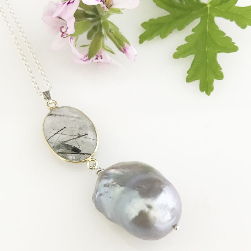'Pearl Wonder' - Tourmalinated quartz with baroque pearl necklace - product images  of