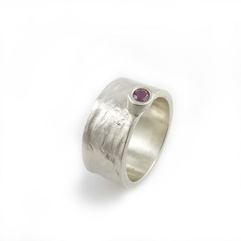 'Gem,Amour',-,silver,ring,with,pink,sapphire,Pink sapphire,  contemporary fine jewellery, pink sapphire ring, handcraft in London, handmade jewellery