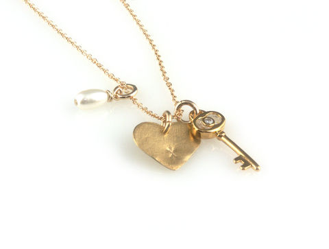 'Key,to,your,heart',-,gold,small,keys,necklace,with,heart,and,pearl,silver jewellery, contemporary jewellery, necklace, pendant, gold key, gold heart, pearl