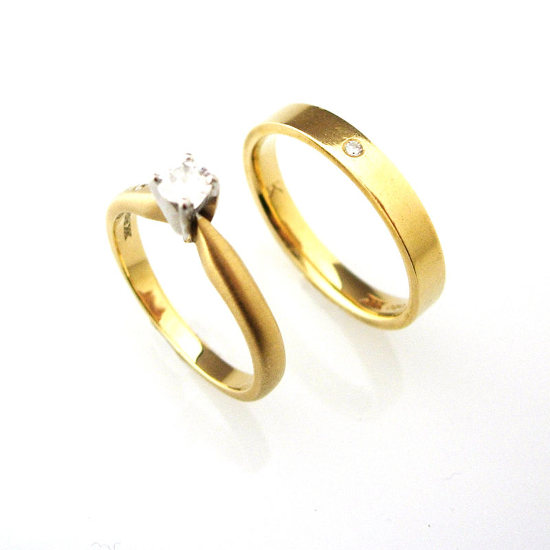 'Bridal & Besoke' - 18ct Yellow gold wedding ring and enagement ring - product images  of