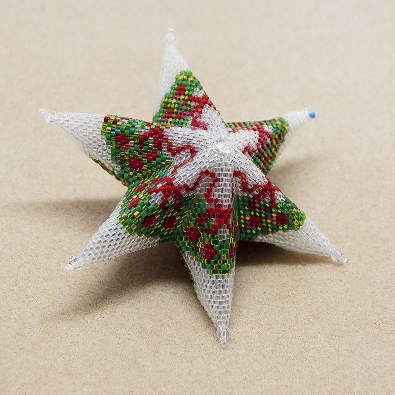 The Glass Christmas Wreath Star - Peyote Stitch - product image