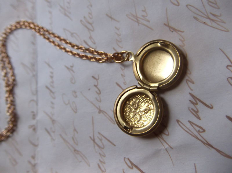 Miniature Mermaid Shell Vintage Locket - product image