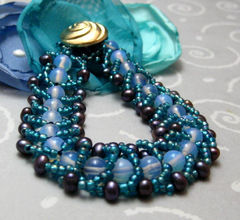 Handmade,Beadwoven,Beaded,Bracelet,Rippling,Water,Blue,Teal,Purple,Jewelry,Beadweaving,Handmade_bracelet,beadwoven,beadweaving,blue,navy,teal,formal,party_wear,dinner,evening_out,beads_team,glass_beads,seed_beads,beading_thread,button