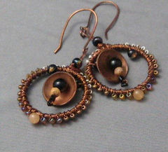 Handmade,Beaded,Copper,Circles,Earrings,Jewelry,Metalwork,handmade_earrings,copper_earrings,hoop_earrings,circles,brown,black,cream,yellow,tasrete_team,beads_team,rustic,earthy,metallic,copper,glass
