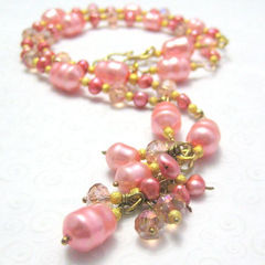 Peach,and,Pink,Pearl,Gold,Handmade,Necklace,Jewelry,Beadwork,handmade_necklace,pearls,glass_beads,gold,brass,elegant,formal,wedding,prom,tasrete_team,beads_team,peach,pink,dyed_pearls,faceted_glass_beads,gold_plated_beads,brass_wire_clasp