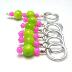 Hot,Pink,and,Lime,Green,Stitch,Markers,Knit,Crochet,Knitting,Knitting_Supplies,Stitch_Markers,handmade,stitch_markers,pattern_markers,place_markers,hot_pink,fuschia_pink,lime_green,light_green,tasrete_team,knit,crochet,beadsteam,glass_beads,aluminum_jump_rings,silver_plated_wire