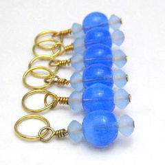 Periwinkle,Blue,and,Gold,Stichmarkers,Knit,Crochet,Knitting,Knitting_Supplies,Stitch_Markers,handmade,stitch_markers,place_marker,pattern_markers,blue,gold,tasrete_team,knit_crochet,beadsteam,knitting_needle,glass_beads,gold_plated_wire,gold_plated_jump_rings