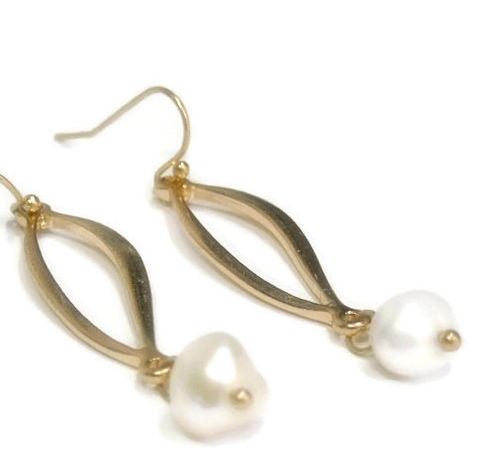 Pearl,Earrings,,Dangle,,Freshwater,Pearl,,Gold,Twist,Drop,June,Birthstone,,Jewelry,,Minimalist,,Boho,,Bohemian,Jewelry,Earrings,pearl_earrings,freshwater_pearl,pearl_jewelry,gold_twist_drop,minimalist,minimal_earrings,everyday_earrings,boho_bohemian,drop_earrings,cream_pearl,june_birthstone,gift_for_her,tt_tpt_punks_123,gold plated twist connectors,freshwater pear