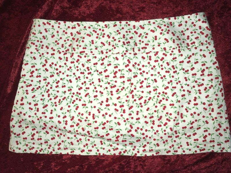 White Cherry Print Skirt Skort ENT Entrancy M - product images  of