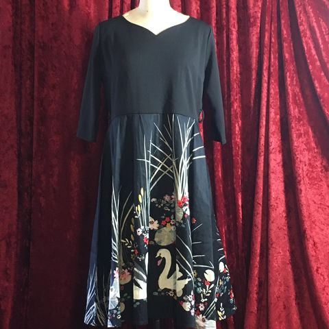 Black,and,Red,Zaful,BNWT,Swan,Dress,XXL,Black and Red Zaful BNWT Swan Dress XXL