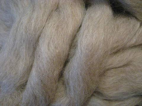 Light,Grey,Sliver,Wool,Spinning,Roving,wool, wool roving , spinning wool ,spinning roving, light grey roving, silver roving, silver wool roving, Romney Perendale, light grey wool, gray wool, gray roving , BrushCreekWoolWorks, Brush Creek Wool Works