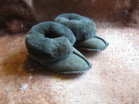 Sheepskin,Slippers,,Olive,Green,Suede,,Babies,Large,sheepskin, slippers,sheepskin slippers, babies slippers, babies, large, suede slippers, fleece, leather, olive, Brush Creek Wool Works, BrushCreekWoolWorks