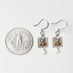 Mullanium Earrings - Bee with Pearl - product images 3 of 4