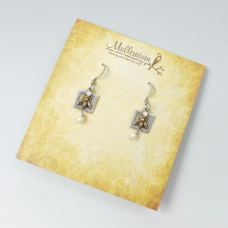 Mullanium Earrings - Bee with Pearl - product image