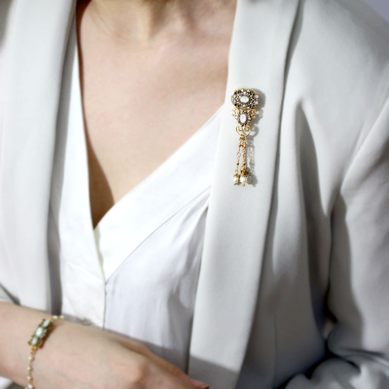 Michal Golan - Elegante Dangle Pin - product image
